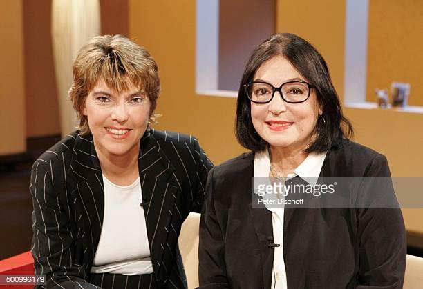"""Bettina Böttinger , Nana Mouskouri , , WDR-Show: """"Böttinger"""", Köln, , Schlagersängerin Promi, P.-Nr.: 1333/04, AB; Foto: P.Bischoff; Veröffentlichung..."""