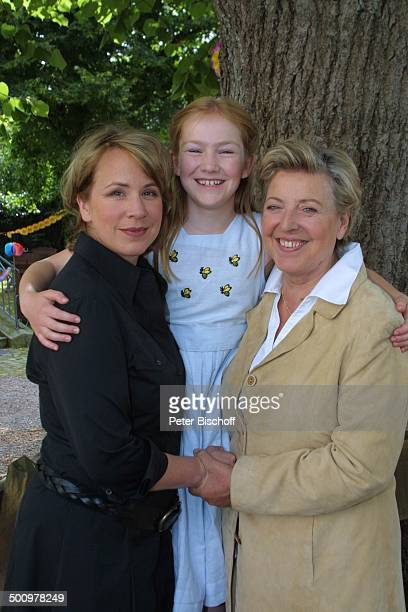 Bettina Kupfer Michelle von Treuberg MarieLuise Marjan ARDFilm Dem Himmel sei Dank alter Titel Carlas Sieg Kloster Oelinghausen Sauerland Baum...