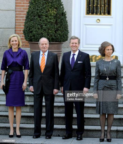 Bettina Wulff, King Juan Carlos of Spain, German President Christian Wulff and Queen Sofia of Spain pose for the photographers at the Zarzuela Palace...