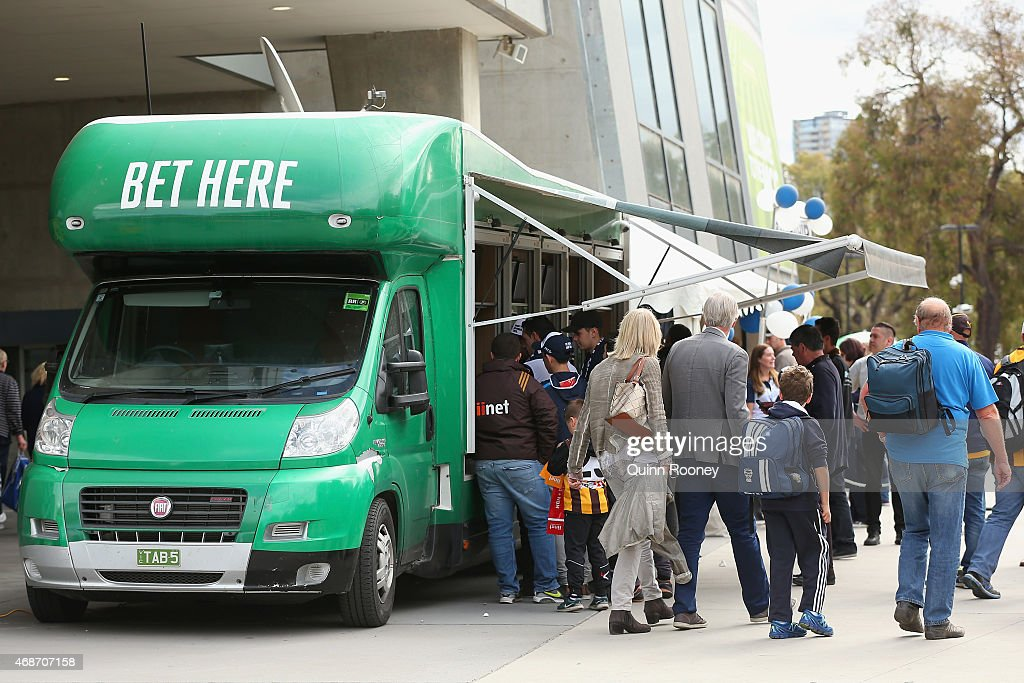 AFL Rd 1 - Hawthorn v Geelong : News Photo