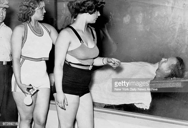Betty and Rosella Nelson sisters and entertainers in Chicago view the body of the notorious criminal John Dillinger in the morgue