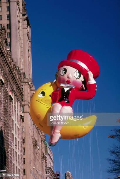 betty boop balloon - betty boop fotografías e imágenes de stock