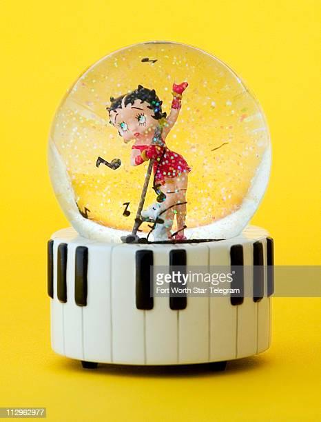 Betty Boop snow globe