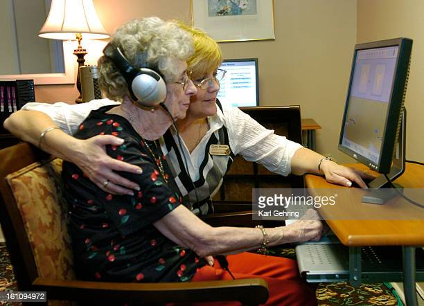 Betty Bragg left age 81 got some help from brain fitness coach Carol Winters right during a Friday morning class Harvard Square Retirement residents...