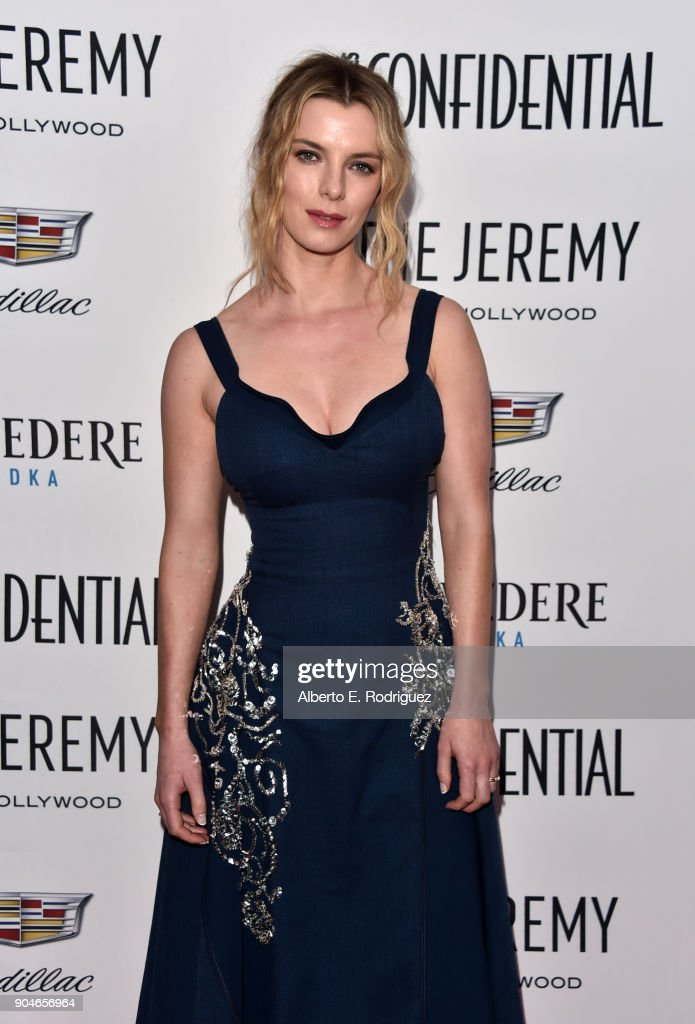 Betty Gilpin attends Los Angeles Confidential Celebrates 'Awards Issue' hosted by cover stars Alison Brie, Milo Ventimiglia and Ana De Armas at The Jeremy Hotel on January 13, 2018 in West Hollywood, California.