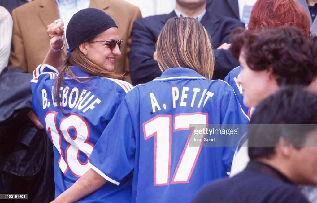 France v Denmark - European Championship 2000 : Photo d'actualité