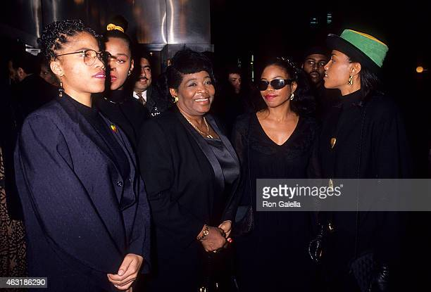 Betty Shabazz and daughters Malaak Malikah Ilyasah and Qubilah attend the Malcolm X New York City Premiere on November 16 1992 at the Ziegfeld...