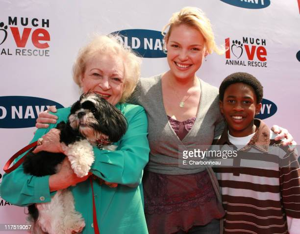 Betty White Katherine Heigl and Malcolm David Kelley