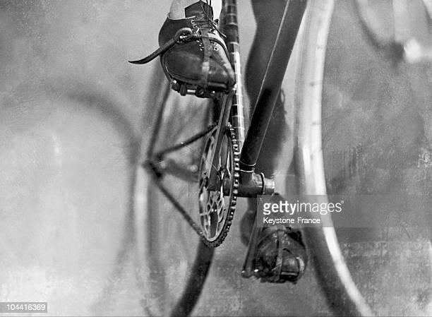 Between 1930 and 1935, this drive mechanism has no derailleur. Until 1937, derailleurs were forbidden on the Tour de France by Henri DESGRANGE.