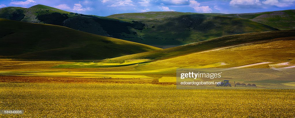 Between the mountains : Foto stock