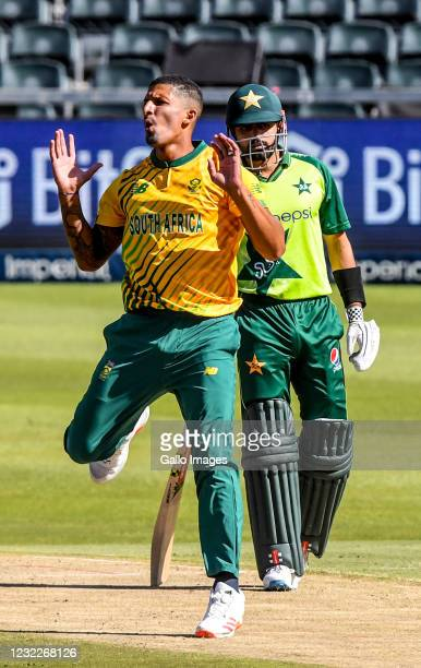 Beuren Hendricks of South Africa during the 2nd KFC T20 International match between South Africa and Pakistan at Imperial Wanderers Stadium on April...