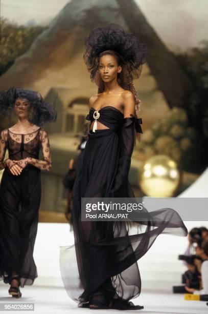 Beverly au défilé Chanel, Haute-Couture, Collection Printemps-été 1994 à Paris en janvier 1994, France.
