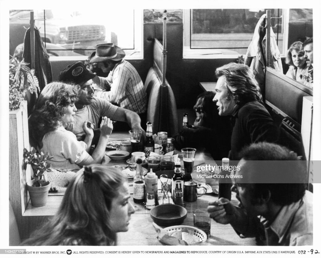 Beverly D'Angelo, Clint Eastwood, Geoffrey Lewis and Manis the orangutan eating at a diner in a scene from the film 'Any Which Way But Loose', 1978.