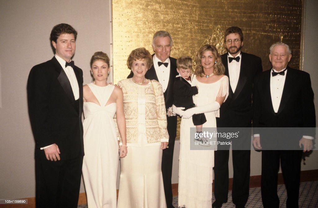 Rendez-Vous Avec Charlton Heston Et Son Epouse Lydia Fetant Leur Cinquante Ans De Mariage A Beverly Hills : News Photo