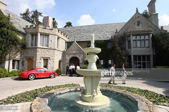 view of the playboy mansion owned by us playboy magazine. Black Bedroom Furniture Sets. Home Design Ideas