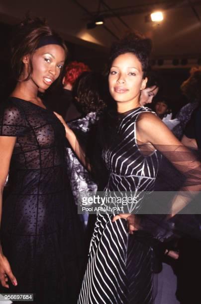 Beverly Johnson et Brandi Quinones lors du défilé Karl Lagerfeld automne/hiver 1995 en mars 1995 à Paris en France