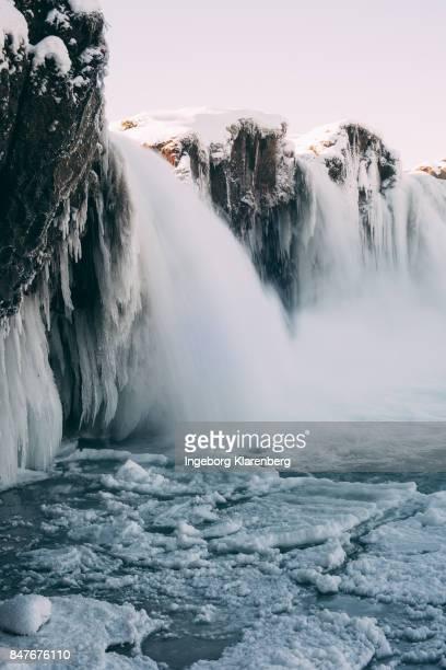 bevroren waterval - bevroren ストックフォトと画像