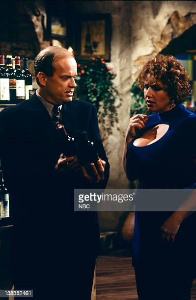 FRASIER Beware of Greeks Episode 16 Pictured Kelsey Grammer as Doctor Frasier Crane Lori Harmon as Cousin Yvonne