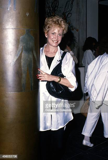 'Bewitched' actress Elizabeth Montgomery attend an event in circa 1988 in Los Angeles California