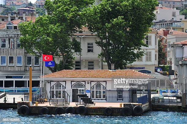 beylerbeyi pier on the asian side of bosphorus - emreturanphoto stock pictures, royalty-free photos & images