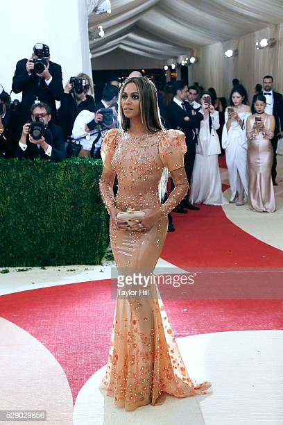Beyonc�� attends the 2016 Costume Institute Gala at the Metropolitan Museum of Art on May 02, 2016 in New York, New York.