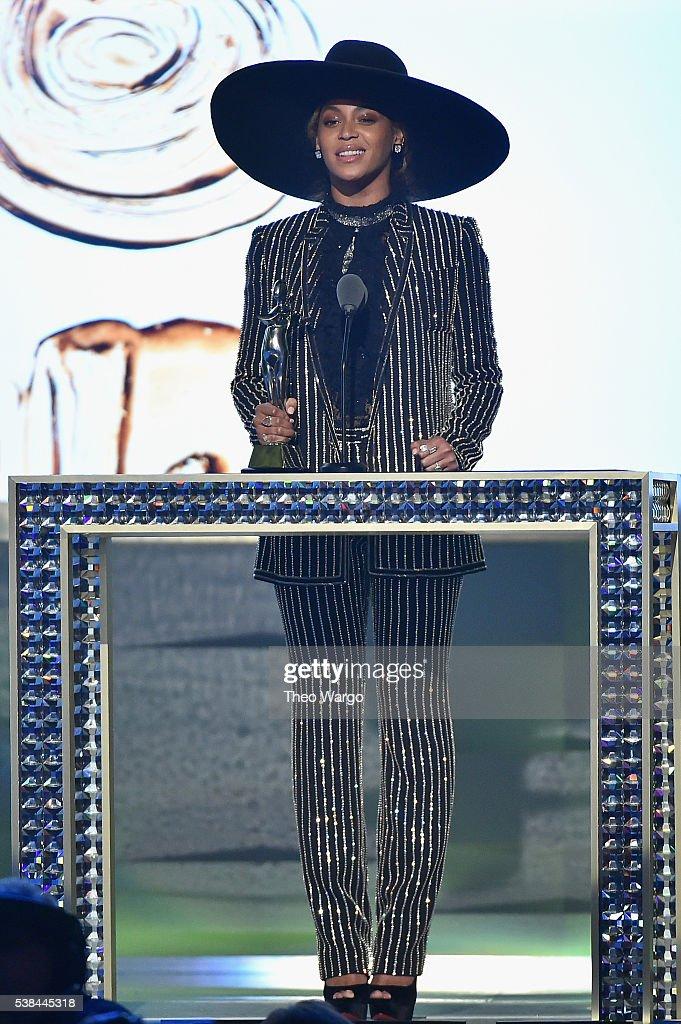 2016 CFDA Fashion Awards - Show : News Photo