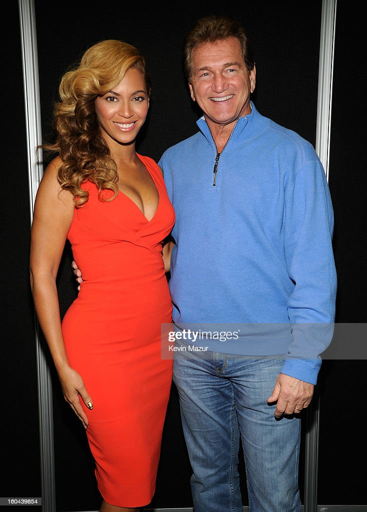 Beyonce and former NFL player Joe Theismann pose backstage at the Pepsi Super Bowl XLVII Halftime Show Press Conference at the Ernest N. Morial Convention Center on January 31, 2013 in New Orleans, Louisiana.