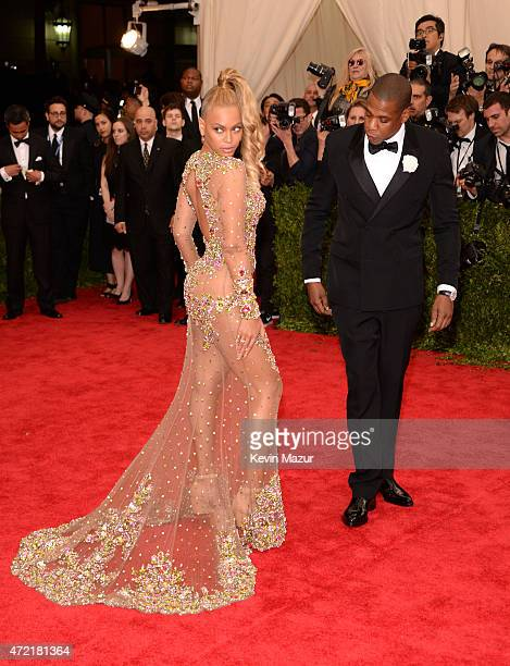 Beyonce and JayZ attend the 'China Through The Looking Glass' Costume Institute Benefit Gala at Metropolitan Museum of Art on May 4 2015 in New York...