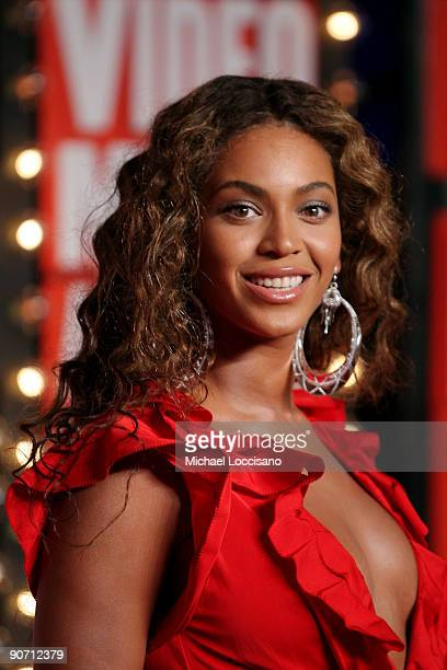 Beyonce arrives at the 2009 MTV Video Music Awards at Radio City Music Hall on September 13 2009 in New York City