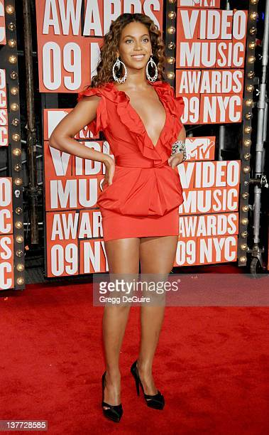 Beyonce arrives for the MTV Video Music Awards at Radio City Music Hall on September 13 2009 in New York City