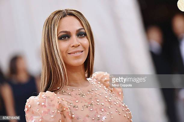 "Beyonce attends the ""Manus x Machina: Fashion In An Age Of Technology"" Costume Institute Gala at Metropolitan Museum of Art on May 2, 2016 in New..."