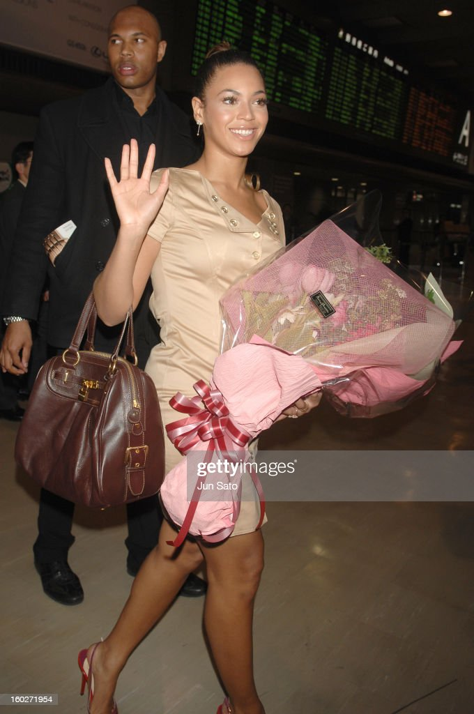 Beyonce Arrives in Tokyo for Her Tour in Japan - April 9, 2007 : News Photo