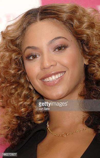 Beyonce during Beyonce Greets her Fans at Samantha Thavasa DELUXE April 9 2007 at Samantha Thavasa DELUXE in Tokyo Japan
