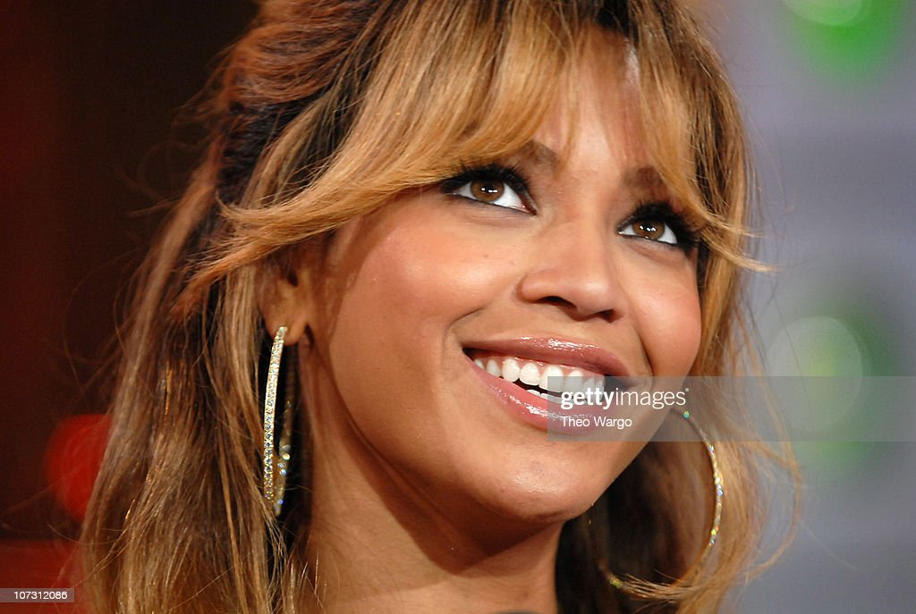 "Beyonce, Kate Hudson, Owen Wilson, Shawn Wayans and Marlon Wayans Visit MTV's ""TRL"" - July 12, 2006 : News Photo"