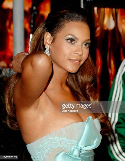 Beyonce during Dreamgirls Los Angeles Premiere Arrivals at Wilshire Theatre in Beverly Hills California United States