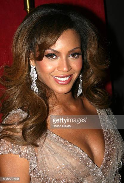 Beyonce during Dreamgirls New York Premiere Inside Arrivals at The Ziegfeld Theater in New York NY United States