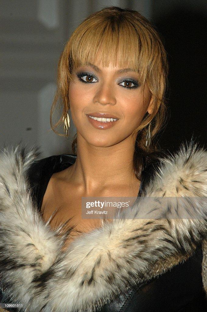 MTV Europe Music Awards 2003 - Arrivals : News Photo