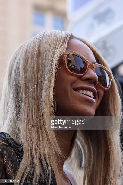 Beyonce Knowles arrives at 'L'Avenue' restaurant to celebrate her wedding anniversary with her husband Jay Z on April 20 2011 in Paris France