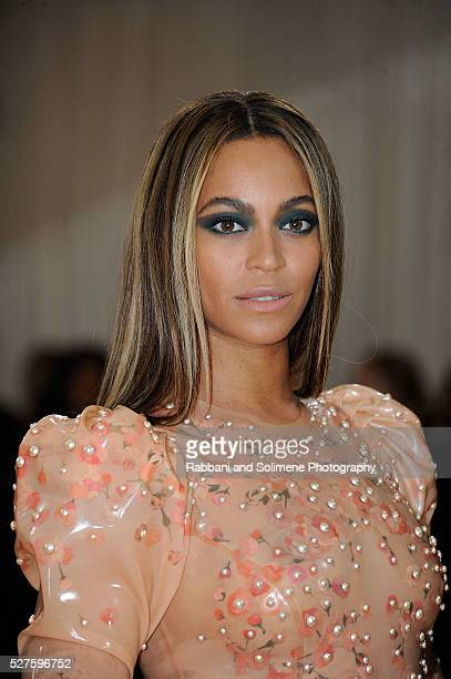 Beyonce Knowles attends Manus x Machina Fashion In An Age Of Technology Costume Institute Gala at Metropolitan Museum of Art on May 2 2016 in New...