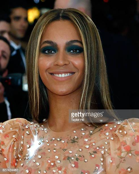 Beyonce Knowles attends Manus x Machina Fashion in an Age of Technology the 2016 Costume Institute Gala at the Metropolitan Museum of Art on May 02...