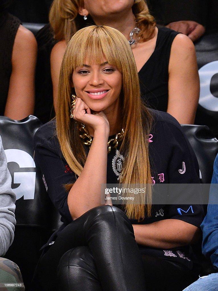 Celebrities Attend The New York Knicks v Brooklyn Nets Game : News Photo
