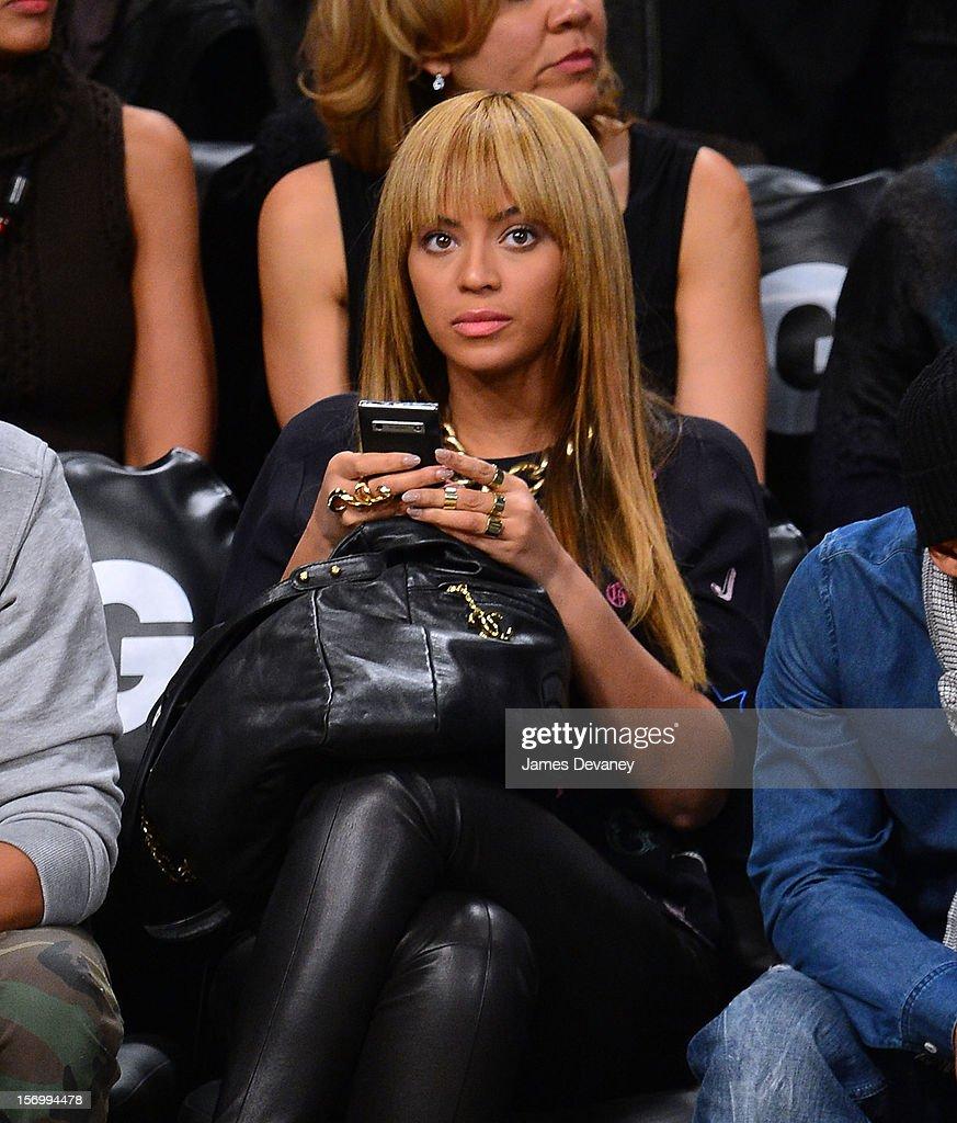 Celebrities Attend The New York Knicks Vs Brooklyn Nets Game : Foto jornalística