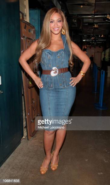 Beyonce Knowles during Beyonce Her Mother Tina Knowles and David Spade Visit MTV's 'TRL' November 3 2005 at MTV Studios Times Square in New York New...