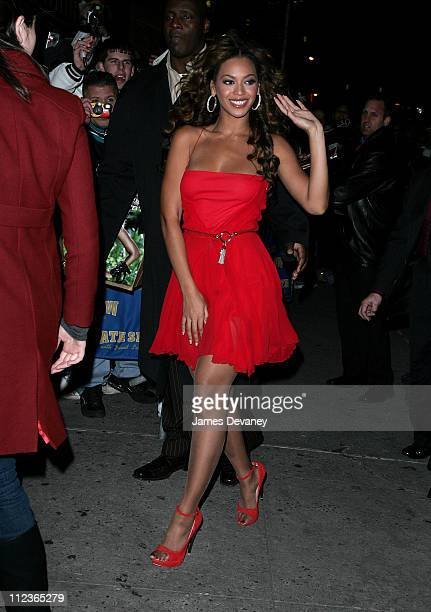 Beyonce Knowles during Beyonce Knowles and Marv Albert Visit 'The Late Show With David Letterman' December 19 2006 at Ed Sullivan Theatre in New York...