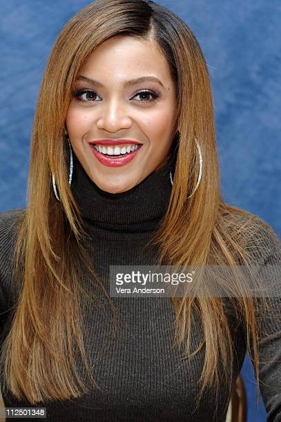 Beyonce Knowles during 'Dreamgirls' Press Conference with Jamie Foxx Eddie Murphy Beyonce Knowles Jennifer Hudson and Bill Condon at TBD in TBD...
