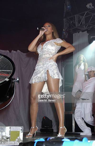 Beyonce Knowles performs at La Dolce Vita charity dinner and concert part of the Grand Prix Weekend at Stowe House on July 10 2004 in Buckingham...