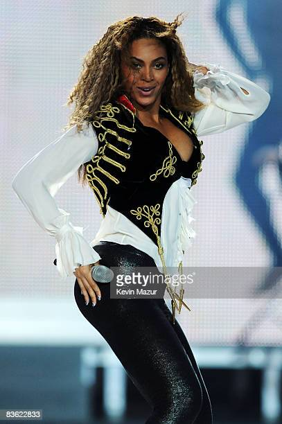 Beyonce Knowles performs at the World Music Awards 2008 at the Monte Carlo Sporting Club on November 9, 2008 in Monte Carlo, Monaco.