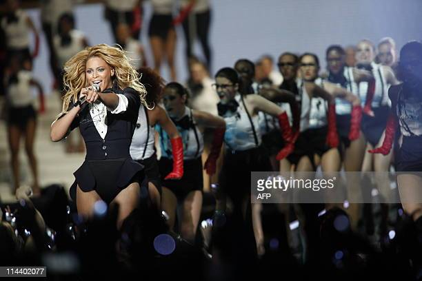 Beyonce Knowles performs on stage during the taping of the third to last Oprah Winfrey Show at the United Center in Chicago Illinois Tuesday May 17...
