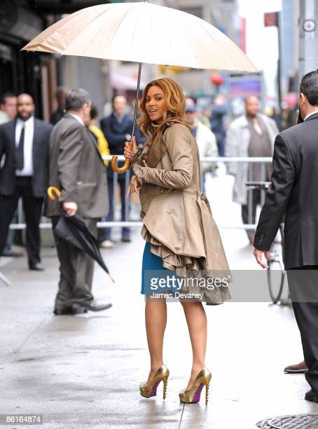 Beyonce Knowles visits Late Show with David Letterman at the Ed Sullivan Theater on April 22 2009 in New York City New York