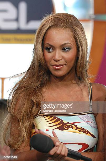 Beyonce Knowlesof Destiny's Child during Lindsay Lohan Destiny's Child and Justin Long Visit MTV's TRL June 22 2005 at MTV Studios Times Square in...